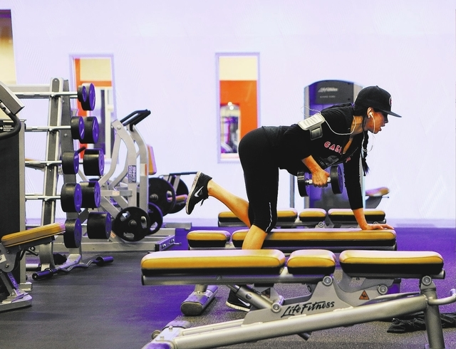 Evelyn Zavala, center, lifts free weights at Edge Fitness on Jan. 22. (Ronda Churchill/Las Vegas Review-Journal)