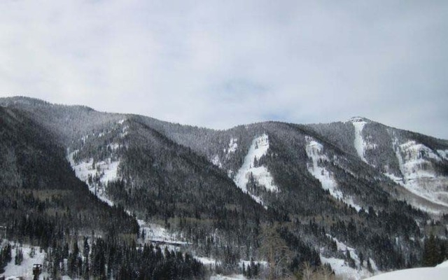 This area is known as the East Vail Chutes. (Courtesy, coloradoskiauthority.com)