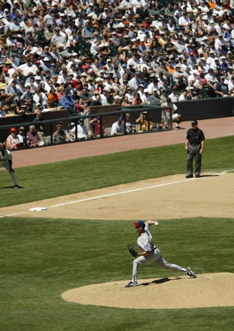 SPORTS--Greg Maddux of the Chicago Cubs pitches during his 300th game win Saturday, Aug. 7, 2004 in San Francisco. photo by John Locher