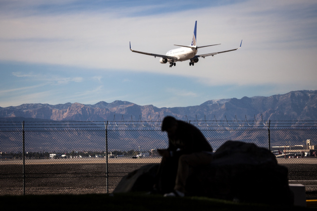 A United Airlines flight approaches McCarran International Airport in late 2013. December traffic rose 4.1 percent at McCarran. (Jeff Scheid/Las Vegas Review-Journal)
