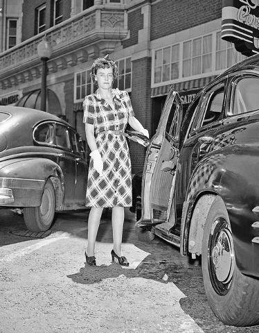 Mrs. Abby Rockefeller Milton, daughter of John L. Rockefeller Jr., enters a car at Reno, Nevada on July 13, 1943, for a trip to Lake Tahoe where she will live for six weeks. She has instructed the ...