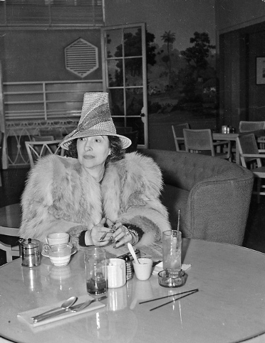Helping to while away the six weeks she must wait before being able to file her suit for divorce against film actor Clark Gable, Mrs. Maria Gable is seen as she paid a visit to a Las Vegas, Nev.,  ...