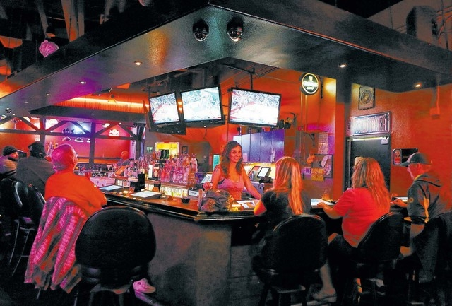 Bartender Sara Pranke, center, tends to patrons at Blind Tiger Thursday, Jan. 16, 2014, in Las Vegas. Blind Tiger, which is located at 6295 S. Pecos Rd., is a neighborhood bar that offers billiard ...