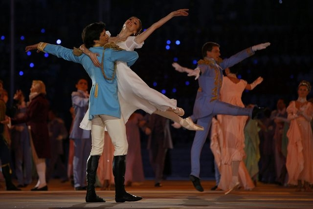 Dancers Ivan Vasiliev and Svetlana Zakharova perform during the opening ceremony of the 2014 Sochi Winter Olympic Games February 7, 2014.   REUTERS/Brian Snyder (RUSSIA  - Tags: SPORT OLYMPICS)