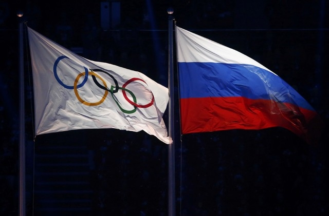 The Olympic and Russian flags fly next one another during the opening ceremony for the 2014 Sochi Winter Olympics February 7, 2014.                              REUTERS/David Gray (RUSSIA  - Tags: ...