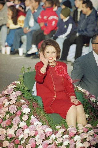 Grand Marshall Shirley Temple Black waves to the crowd as she rides along the 110th Tournament of Roses Parade route in Pasadena, Calif., in 1999. Publicist Cheryl Kagan says Temple, known in priv ...