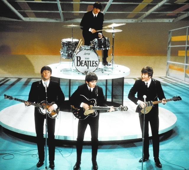 ARCHIV - 'The Beatles' treten am 9. Februar 1964 in der Ed Sullivan Show in New York auf. Alle Beatles-Alben werden im September 2009 in neuem Sound wieder veroeffentlicht. (AP Photo) ** zu unsere ...