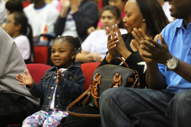 Peyton Haynes-Kennedy claps with her grandparents, Calvin and Shawishi Haynes, as her mom, UNLV's Rmanii Haynes, warms up with the Lady Rebels before they take on Utah State at the Cox Pavilion in ...