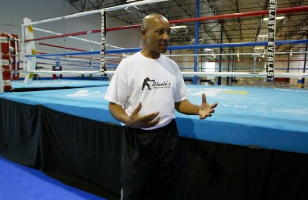 Referee Steele among '14 Boxing Hall of Fame class | Las