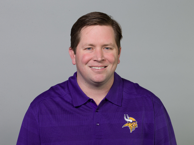 Scott Turner: Coaches Vikings' quarterbacks