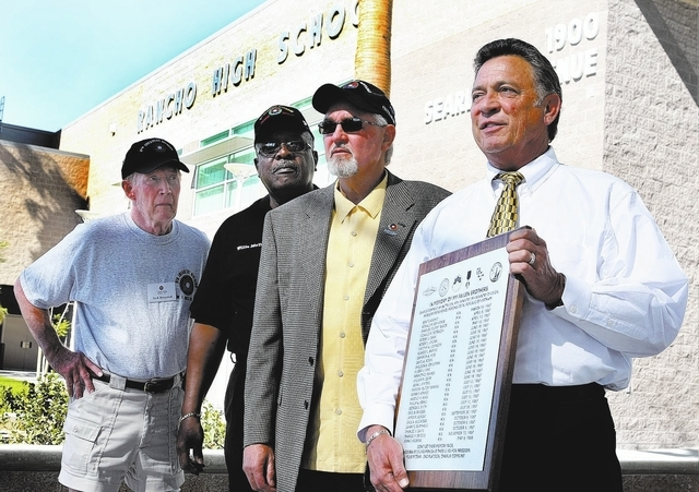 RJ FILE*** GARY THOMPSON/REVIEW-JOURNAL Vietnam War veterans, from left, Jack Benedick, Willie McTear and Bill Reynolds stand by as Rancho High School principal and Vietnam War veteran Robert Ches ...