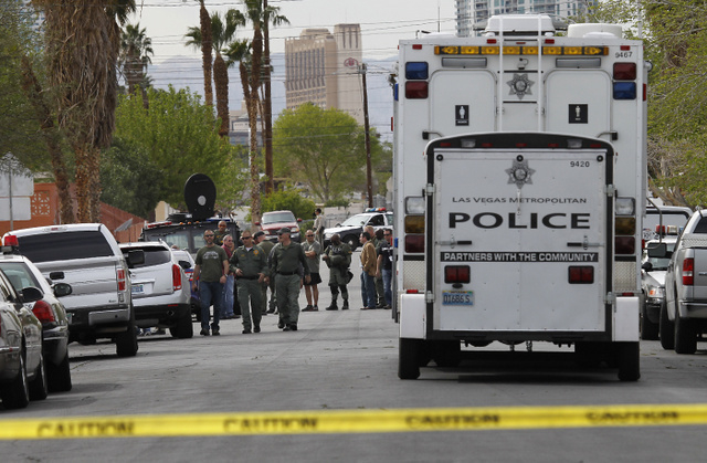 Metro Police and a SWAT team investigate the scene of a barricaded individual on the 2700 block of Del Mar Ave. near Burnham Ave. in Las Vegas on March 20, 2014. (Jason Bean/Las Vegas Review-Journal)