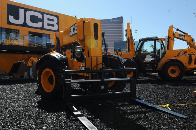 Crews set up for the CONEXPO-CON/AGG construction show at the Las Vegas Convention Center in Las Vegas on Feb. 27. (Erik Verduzco/Las Vegas Review-Journal)