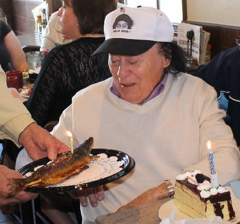 Marty Allen is flanked with candles as he celebrates an early birthday Saturday at the Bagel Cafe. The Pittsburgh native turns 92 Sunday. (Courtesy)