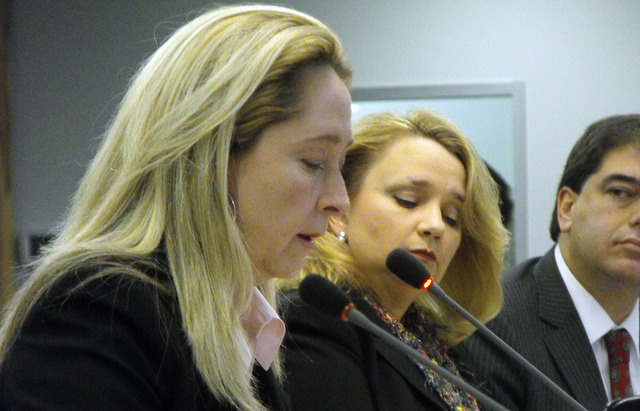 """Staci Pratt,  legal director of the American Civil Liberties Union of Nevada,  testifies Friday, March 14, 2014, before the U.S.  Commission on Civil Rights at a hearing on """"patient dumping ..."""