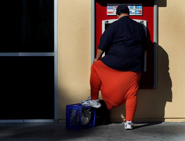 JEFF SCHEID/LAS VEGAS REVIEW-JOURNAL Wesley Warren uses an ATM machine on Las Vegas Blvd. in downtown Las Vegas  on October 4, 2011. Warren has a condition called scrotal edema.