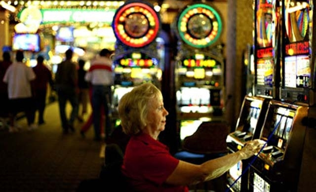 Casino play is seen at Sam's Town in Las Vegas. Boyd Gaming Corp., which owns Sam's Town, reported a narrower loss and higher revenues for the latest quarter. (Las Vegas Review-Journal file photo)