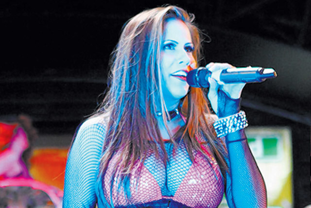 """""""Hardwood Hotties,"""" with """"American Idol"""" finalist Haley Scarnato, will be part of Downtown Hoopstown."""