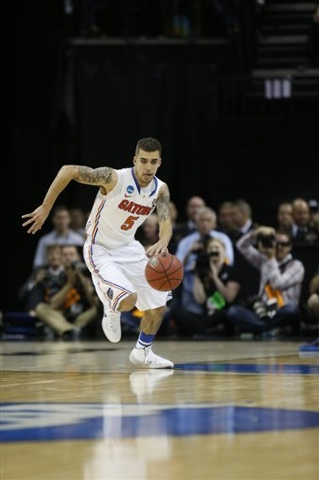 Florida guard Scottie Wilbekin, a fine on-the-ball defender, will be tasked with guarding UConn star Shabazz Napier in the teams' national semifinal today at AT&T Stadium in Arlington, Texas. (A ...
