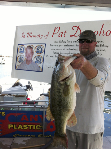 Chris Bozarth of Henderson displays the 9.8-pound largemouth bass he caught on Lake Mead during the Pat Donoho Memorial Tournament on Saturday. (Courtesy)