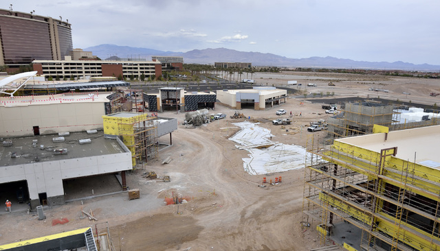 An area slated to be a dining park with a water feature and surrounded by restaurants is shown on the construction site of the Shops at Summerlin on the northeast corner of Sahara Avenue and the 2 ...