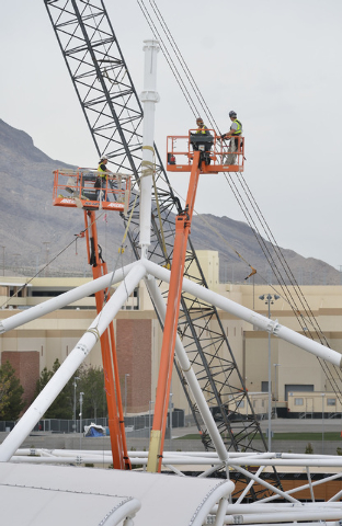 Workers place one of the supports for a rooftop shade structure over part of the retail space at the Shops at Summerlin on the northeast corner of Sahara Avenue and the 215 Beltway in Las Vegas on ...