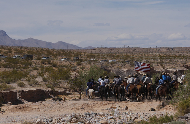 The Bundy family and their supporters head into the BLM impound corral to retrieve their cattle as BLM vehicles leave the area near Bunkerville on April 12, 2014. (Jason Bean/Las Vegas Review-Journal)