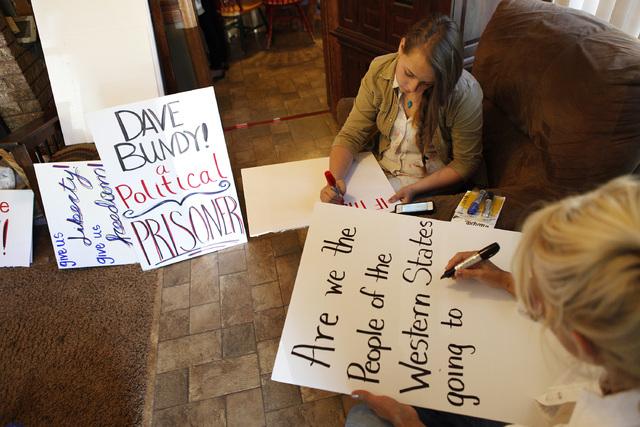 Chrisie Marshall, right, and Sierra Marshall make signs at the Bundy ranch near Bunkerville Nev. Monday, April 7, 2014, 2014. The Bureau of Land Management has begun to round up what they call &qu ...