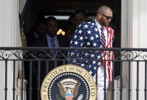 Boston Red Sox outfielder Jonny Gomes arrives Tuesday for a ceremony at the White House.  (AP Photo/Carolyn Kaster)