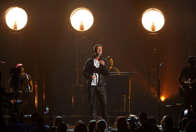 Robin Thicke performs on stage at the Billboard Music Awards at the MGM Grand Garden Arena on Sunday, May 18, 2014, in Las Vegas. (Photo by Chris Pizzello/Invision/AP)
