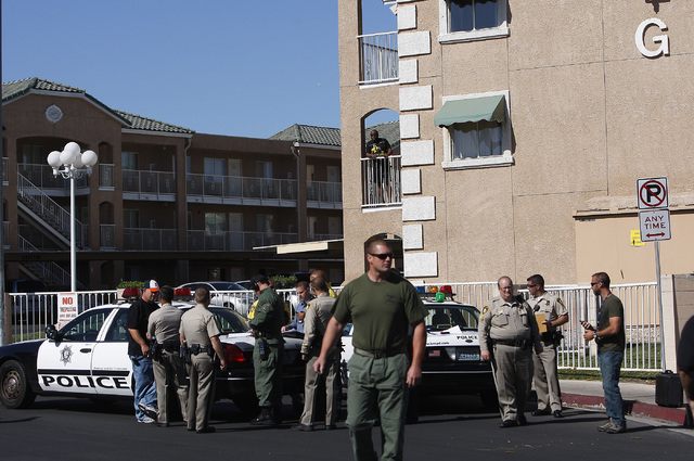 Las Vegas police respond to a barricade situation at the Budget Suites apartments near Tropicana and Polaris avenues on Wednesday, May 14, 2014. (Jason Bean/Las Vegas Review-Journal)