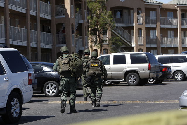 Las Vegas SWAT respond to a barricade situation at the Budget Suites apartments near Tropicana and Polaris avenues on Wednesday, May 14, 2014. Police believe a robbery suspect is holed up in a uni ...