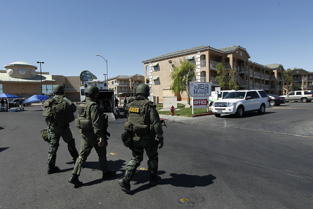 Las Vegas SWAT respond to a barricade situation at the Budget Suites apartments near Tropicana and Polaris avenues on Wednesday, May 14, 2014. (Jason Bean/Las Vegas Review-Journal)