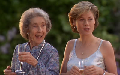 """Frances Bay (left) as Grandma Gilmore and Julie Bowen as Virginia Venit in """"Happy Gilmore"""" (Universal Pictures)"""