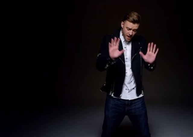 "Justin Timberlake pays homage to Michael Jackson in the newly released video for ""Love Never Felt So Good."" (michaeljacksonVEVO/YouTube)"