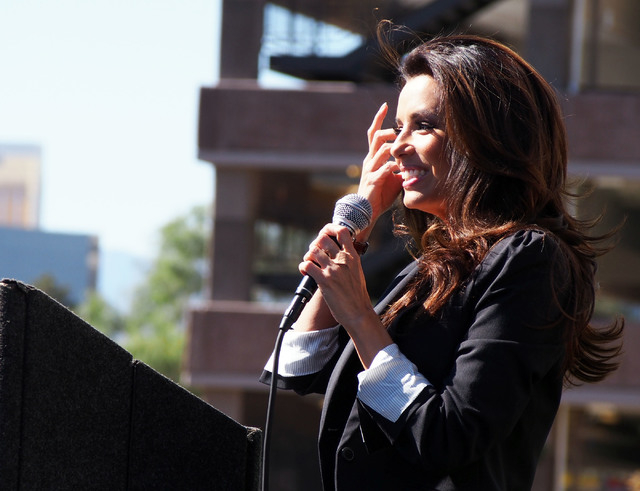 Actress Eva Longoria talks with UNLV students at an Obama-Biden rally at the campus on Oct. 23, 2012. Longoria has endorsed Assemblywoman Lucy Flores, D-Las Vegas, for lieutenant governor. (Jerry  ...