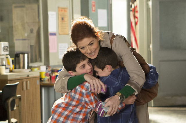 """THE MYSTERIES OF LAURA -- """"Pilot"""" -- Pictured: Charlie Reina as Harrison Diamond, Debra Messing as Laura Diamond, Vincent Reina as Nicholas Diamond (Photo by: KC Bailey/NBC)"""