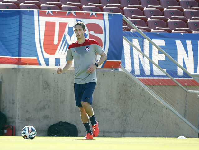 United States' Clarence Goodson, controls the ball during a training session on Wednesday, May 14, 2014, Stanford, Calif. (AP Photo/Tony Avelar)