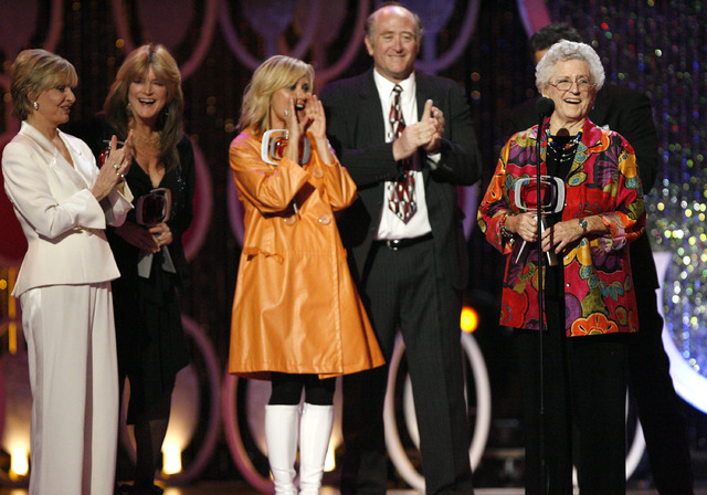 """Florence Henderson, left, Susan Olsen, Maureen McCormick, Lloyd Schwartz and Ann B. Davis of the television show """"The Brandy Bunch"""" accept the Pop Culture Award during the 5th Annual TV Land Award ..."""