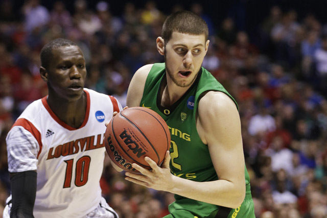 Oregon forward Ben Carter is defended by Louisville's Gorgui Dieng in the 2013 NCAA tournament. Carter, a Bishop Gorman product, is expected to transfer to UNLV. (AP Photo/Darron Cummings)