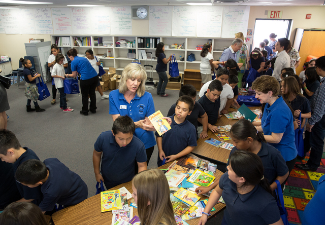 Vegas Verdes Elementary School students choose books May 28 during a Spread the Word Nevada book donation event. (Samantha Clemens-Kerbs/View)