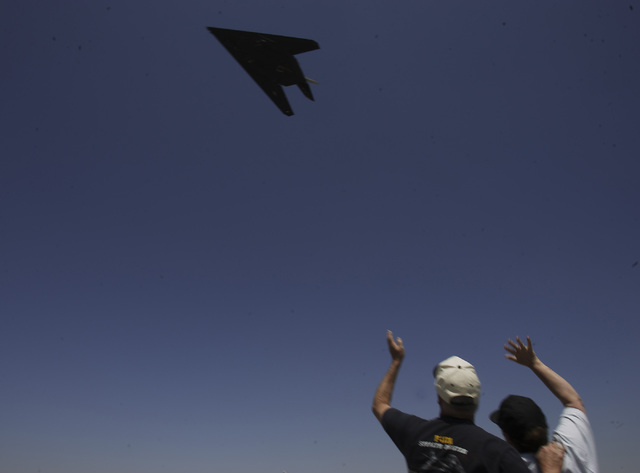 """RJ FILE*** JEFF SCHEID/ REVIEW-JOURNAL Phil and Bonnie Harris, from Landcaster, Cal, wave as a F-117A Nighthhawk stealth fighter takes off from the Lockheed Martin """"Skunk Works"""" plant in ..."""
