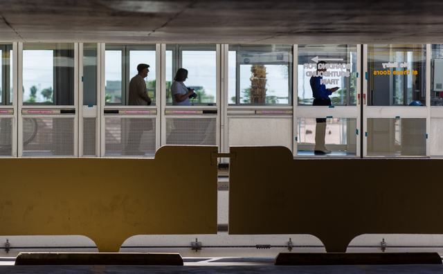 Passengers wait at the Harrah's/The Quad stop of the Las Vegas Monorail in Las Vegas on Monday, May 19, 2014. (Chase Stevens/Las Vegas Review-Journal)