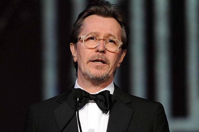 Gary Oldman speaking at the Palm Springs International Film Festival Awards Gala at the Palm Springs Convention Center in Palm Springs, Calif. Oldman is defending fellow actors Mel Gibson and Alec ...