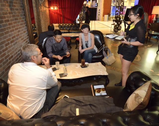 Waitress Natashalynn Ahne, right, talks with customers, from left, Adrian Perez, Wade Takamoto and Alisha Isner at Rx Boiler Room in the Shoppes at Mandalay Place at the Mandalay Bay hotel-casino  ...