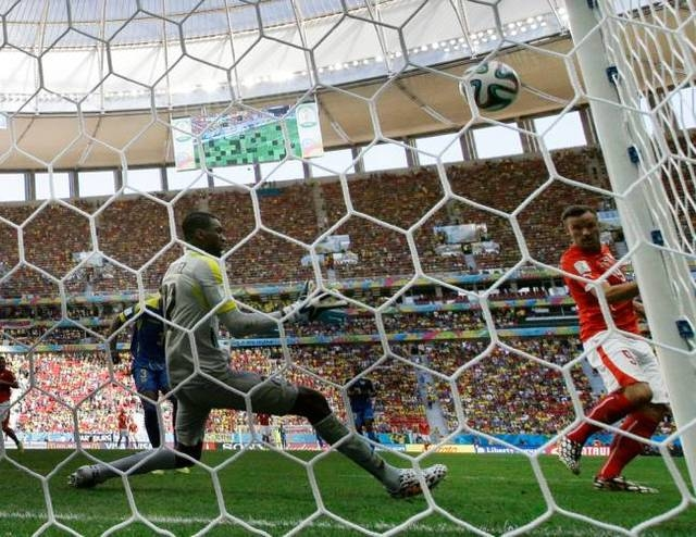 Switzerland's Haris Seferovic scores the team's second goal past Alexander Dominguez during the group E World Cup match between Switzerland and Ecuador (Final: 2-1) at the Estadio Nacional in Bras ...