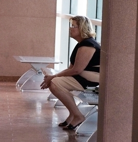 Tonya Rushing waits in a hallway outside the courtroom in this June 12, 2013, file photo. (JERRY HENKEL/LAS VEGAS REVIEW-JOURNAL)