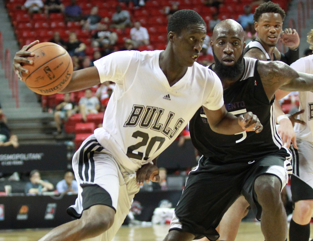 Chicago's Tony Snell (20) drives the ball past Sacramento's Quincy Acy (5) during an NBA Summer League quarterfinal game at the Thomas & Mack Center in Las Vegas on Saturday, July 19, 2014. (Chase ...