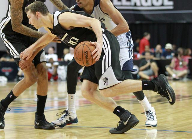 Sacramento's Nik Stauskas (10) drives past Washington's Otto Porter (22) during an NBA Summer League semifinal game at the Thomas & Mack Center in Las Vegas on Sunday, July 20, 2014. (Chase Steven ...