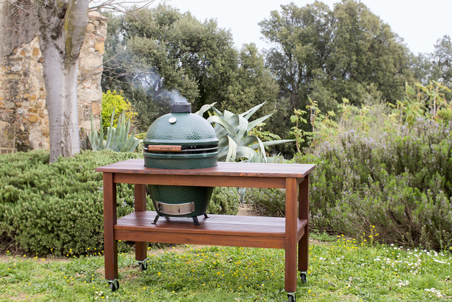 Courtesy Big Green Egg The round shape and durable ceramic construction of the Big Green Egg help it to heat well and evenly, maintain a specific temperature for extended periods of times. It also ...